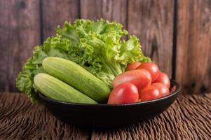 sallad, tomater och gurka