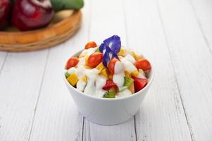färsk frukt och yoghurt