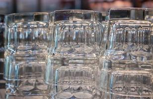 närbild av tomma glas
