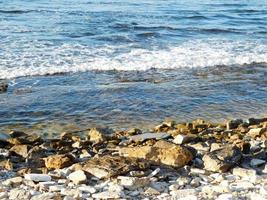 stenar på en stranden foto