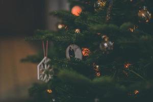 julgran med grannlåt