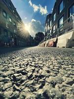 lång exponering av solljus på en gata foto