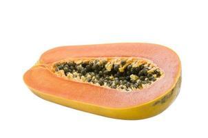 hälften av mogen papayafrukt och frön