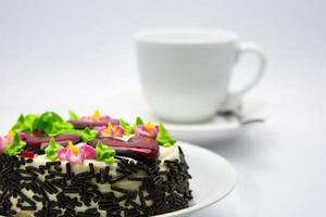 dekorerad tårta med strössel