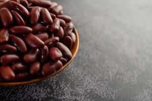 röda bönor i en träskål