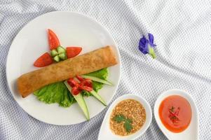 stekta thailändska äggrullar