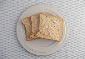 skivade brödbitar