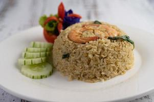 dekorativa räkor stekt ris