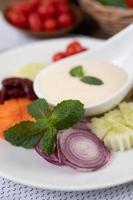ingredienser för salladsdressing i koppar