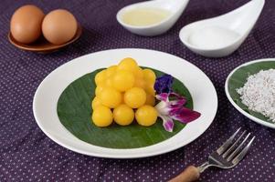 thong yod, thailändsk efterrätt på ett bananblad