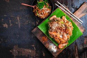 ovanifrån av pad thai foto