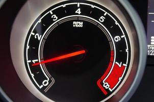 hastighetsmätare på en bil foto