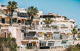 torrevieja, spanien, 2020 - vit betongbyggnad under dagtid