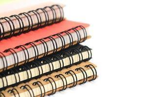 färgglada spiralanteckningsböcker foto