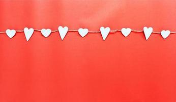 vita hjärtan på en snöre