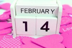 14 februari med rosa hjärtan foto
