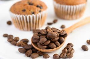 bananmuffins blandade med chokladflis och kaffebönor