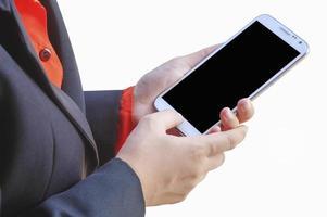 person som håller en mobiltelefon foto