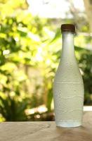 flaska vatten foto