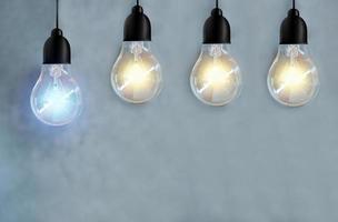 fyra glödlampor foto