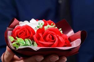 vita och röda blommor foto