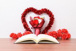alla hjärtans inredning med bok foto