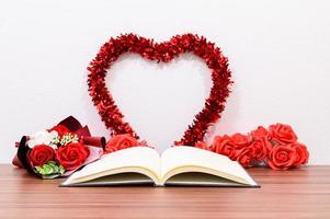 bok med alla hjärtans inredning foto