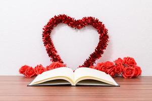 Alla hjärtans dag hjärta med bok foto