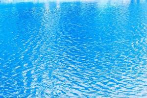 blå krusningar av vatten i sjön foto