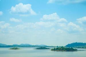 öar i havet i Thailand foto
