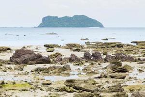 ö och strand i Thailand foto