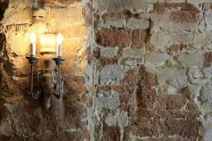 lampa på tegelvägg foto