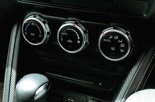 knappar för luftkonditionering i bilen foto