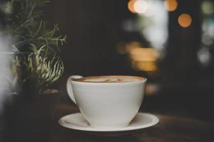 tappningstileffektfoto av en kaffekopp på ett kafé