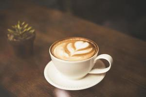 tappningstileffektfoto av en kaffekopp på ett kafé foto