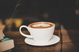 vintage ton kopp varm latte foto