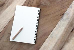 papper och penna foto