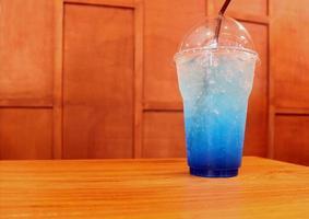 blåbärsdrink på bordet foto