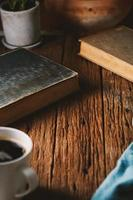 böcker och kaffe foto