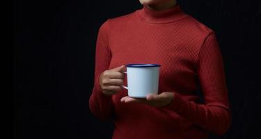 kvinna med kopp kaffe foto