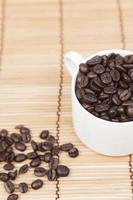 kaffekopp och kaffebönor