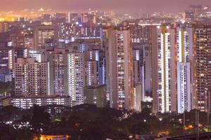 byggnader i singapore på natten foto