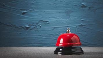 röd serviceklocka