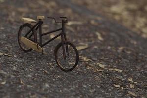 gammal miniatyrcykel foto