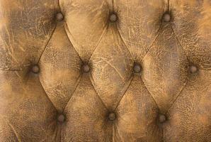 närbild av brun brun lädersoffa för textur eller bakgrund.