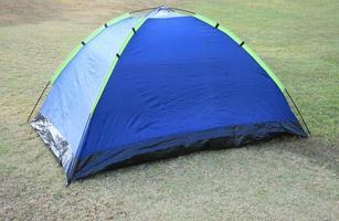 tält på gräs