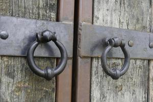 gammal antik dörr