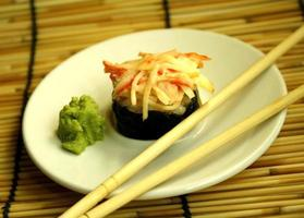 sushi och wasabi foto