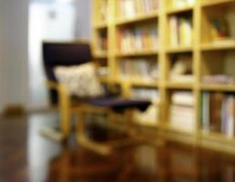 suddig biblioteksbakgrund foto