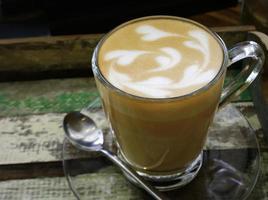 lattekonst på bordet foto